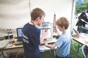 Explaining the 3D printer at Dublin Maker